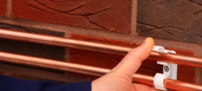 Монтаж теплого плинтуса своими руками: водяной и электрический