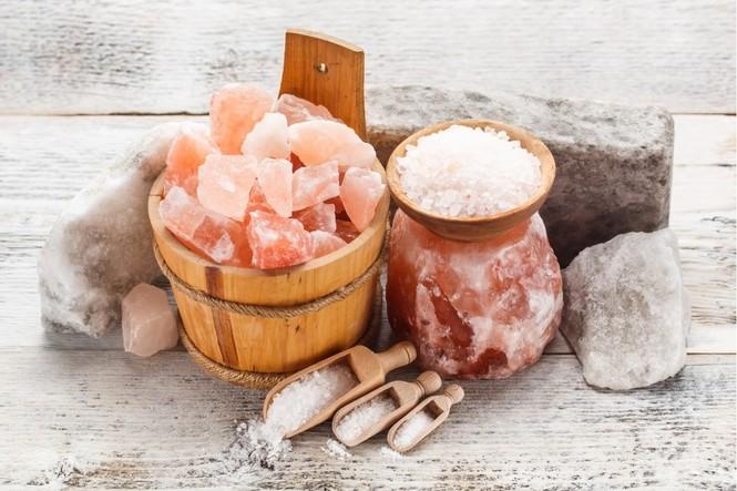 Розовая гималайская соль в современном интерьере