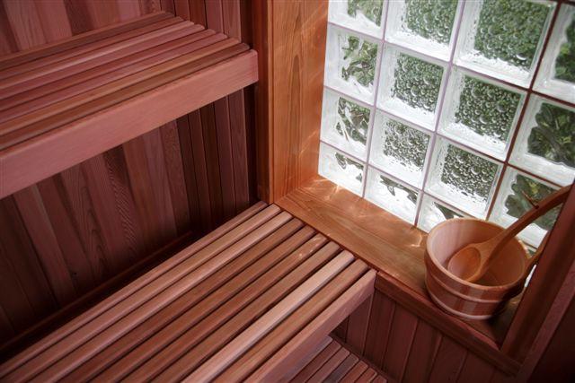 Нужны ли окна в бане