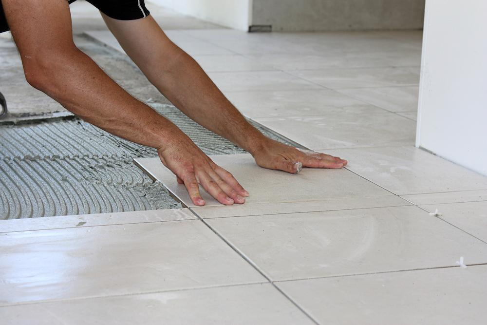 Укладка керамогранита на пол своими руками - подробная инструкция