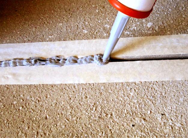 Потрескался бетон: как и чем заделать трещины?