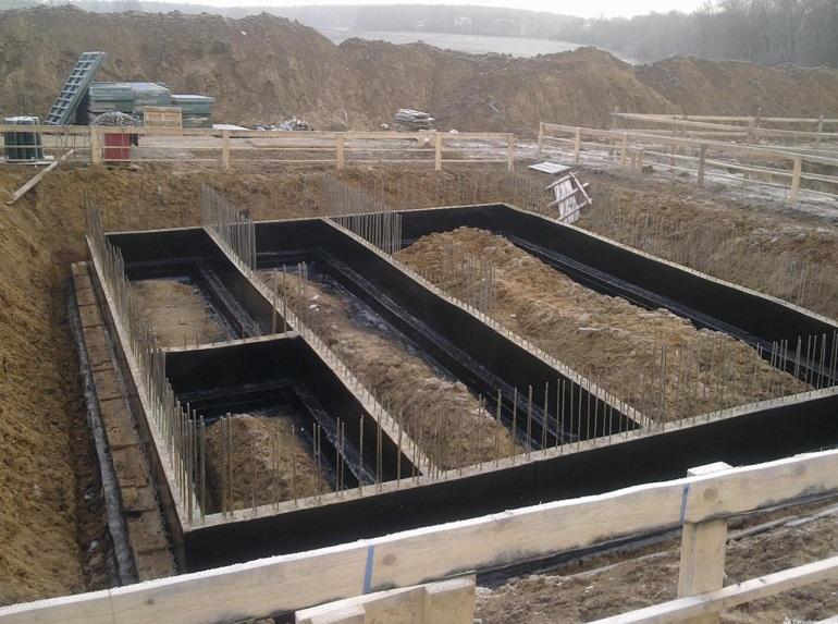 Строительство фундамента на глинистой почве своими руками