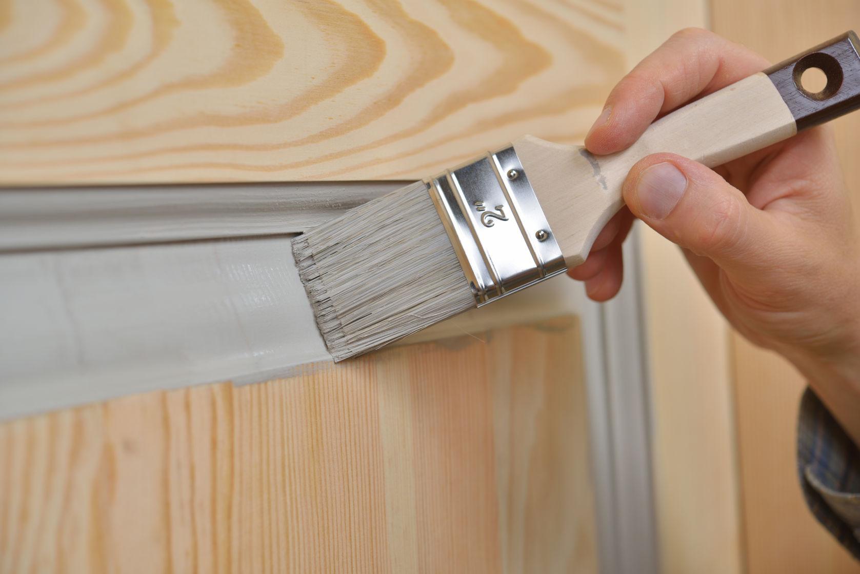Покраска деревянных дверей: как покрасить дверь правильно своими руками