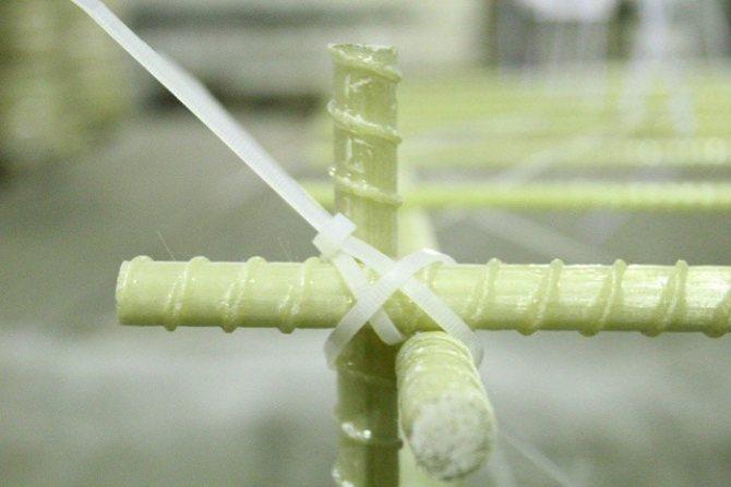 Какая арматура лучше – металлическая или стеклопластиковая?