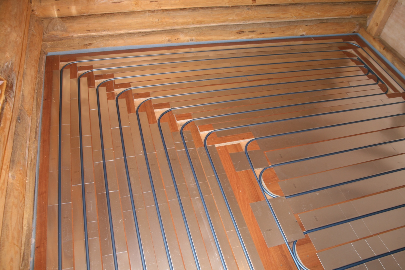 Теплый пол в банях: электрический и водяной под плитку, как правильно сделать в деревянной бане, обогрев на фото и видео