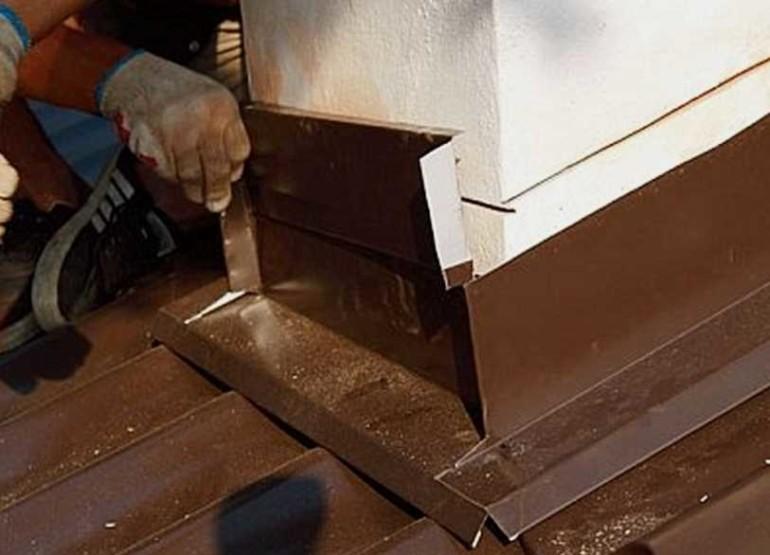 Герметизация и проход трубы через крышу дома: пошаговый монтаж своими руками