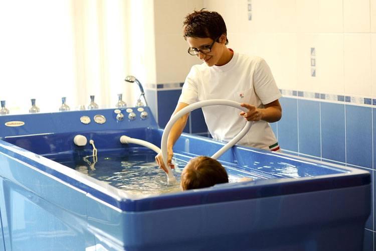 Чем полезен подводный душ-массаж – техника выполнения процедуры