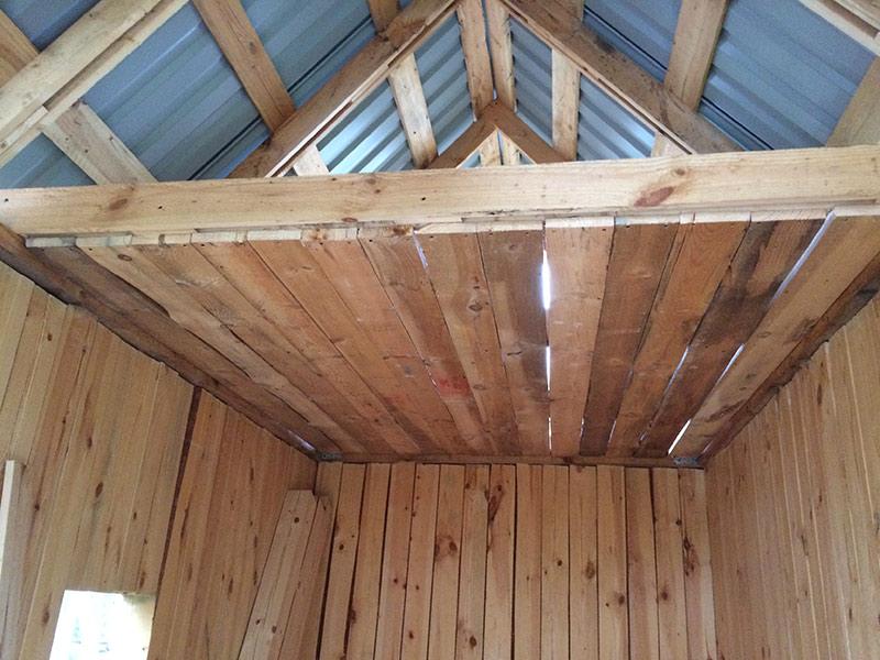 Как сделать потолок в парилке и провести через него дымоход