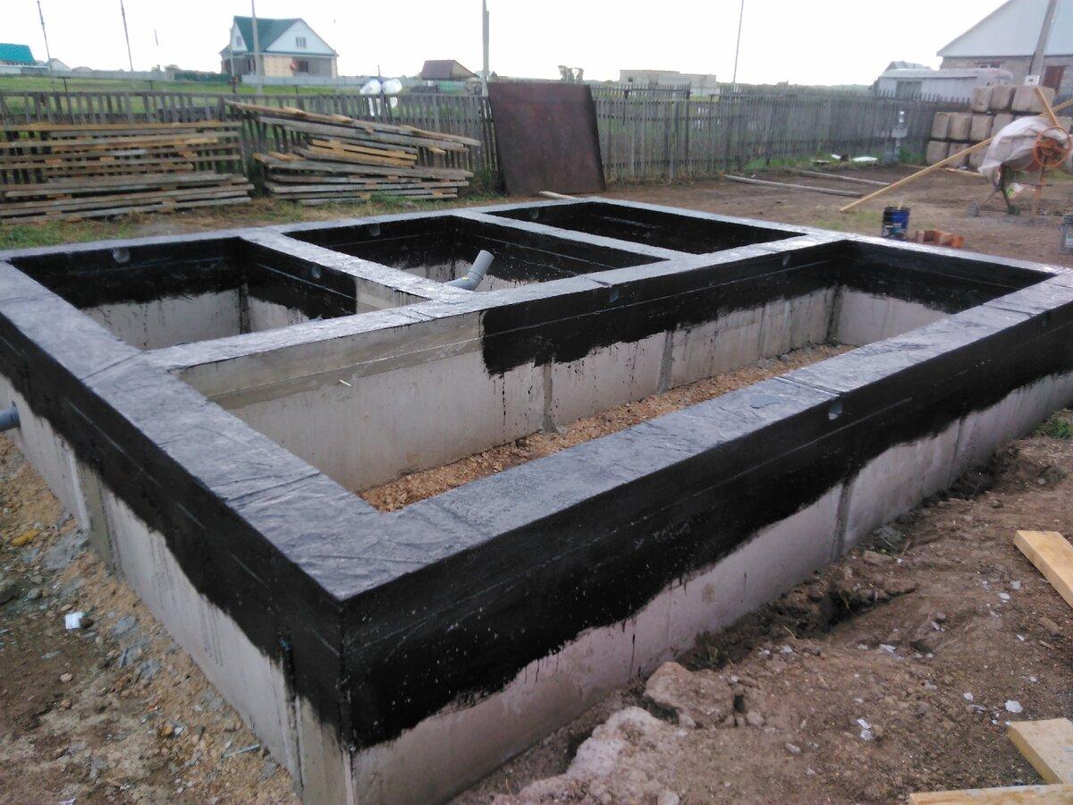 Строим оптимальный фундамент под баню со сливом