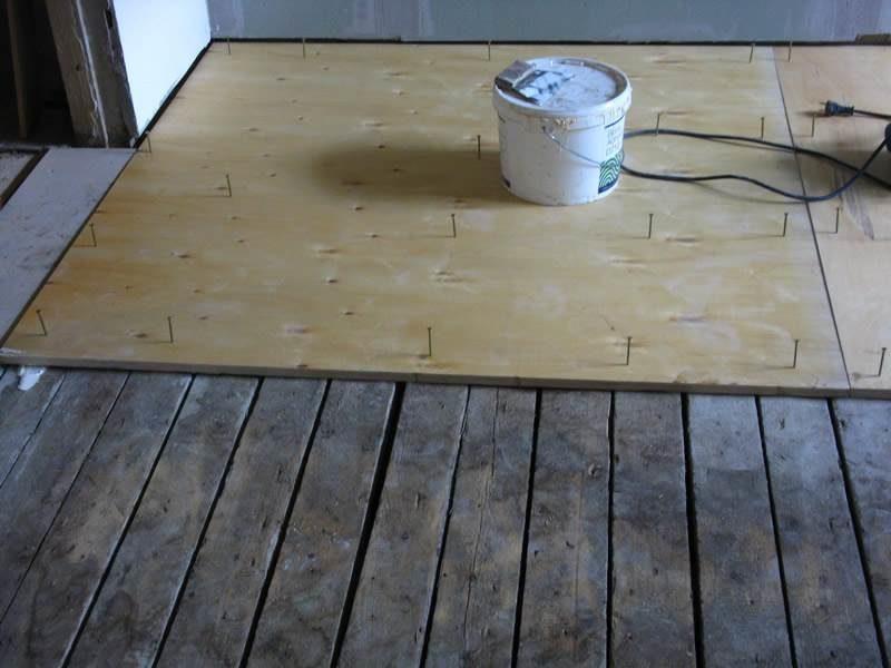 Выравнивание деревянного пола с помощью фанеры: выбор метода и последовательность работ