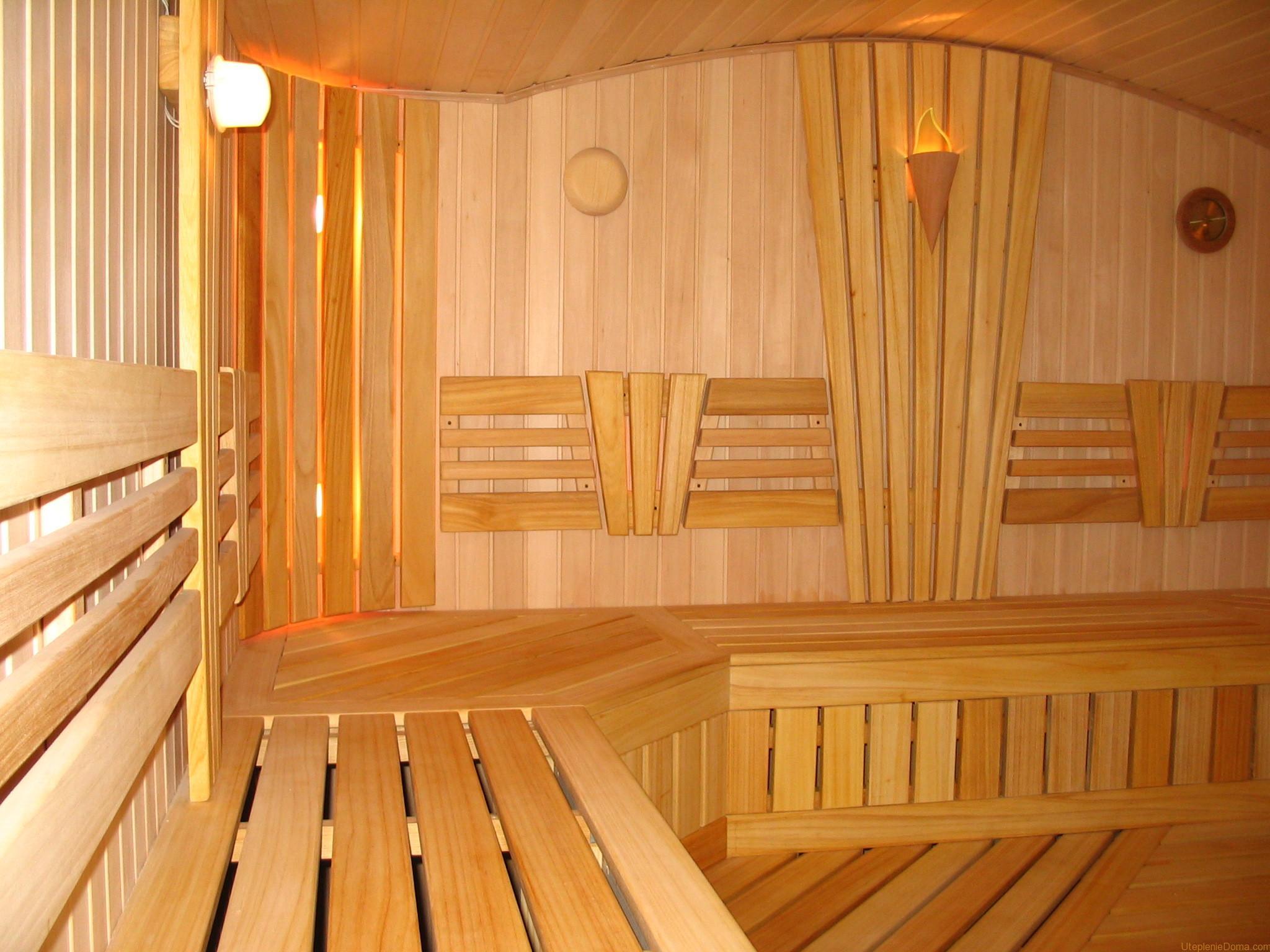 Чем покрасить вагонку в бане, которой отделаны стены, в том числе - парилки, что годится для кирпичных и каменных стен