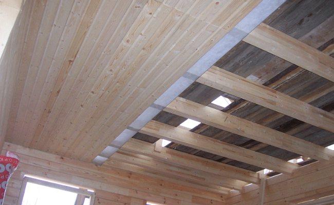 Как подшивать потолок досками