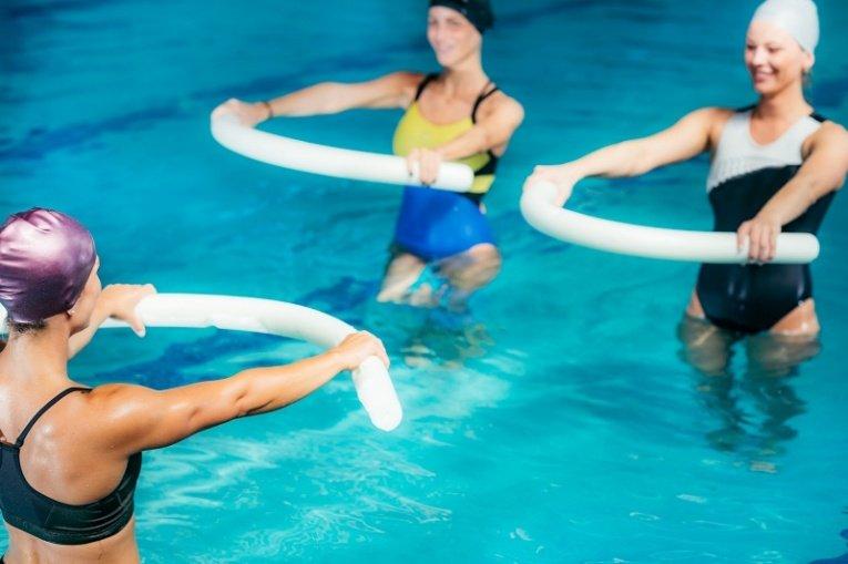 Аквааэробика для похудения - польза и комплексы  упражнений в воде, отзывы и результаты