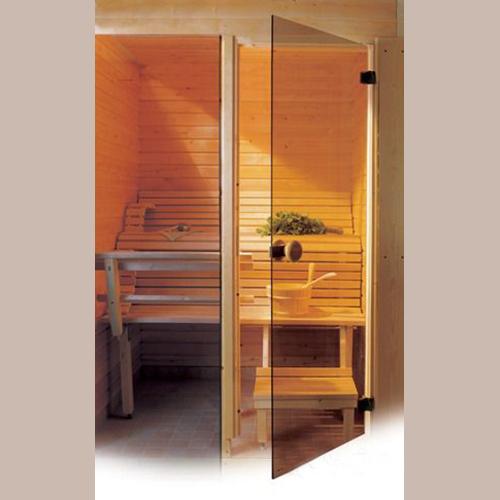 Стеклянные двери для бани — установка и стиль