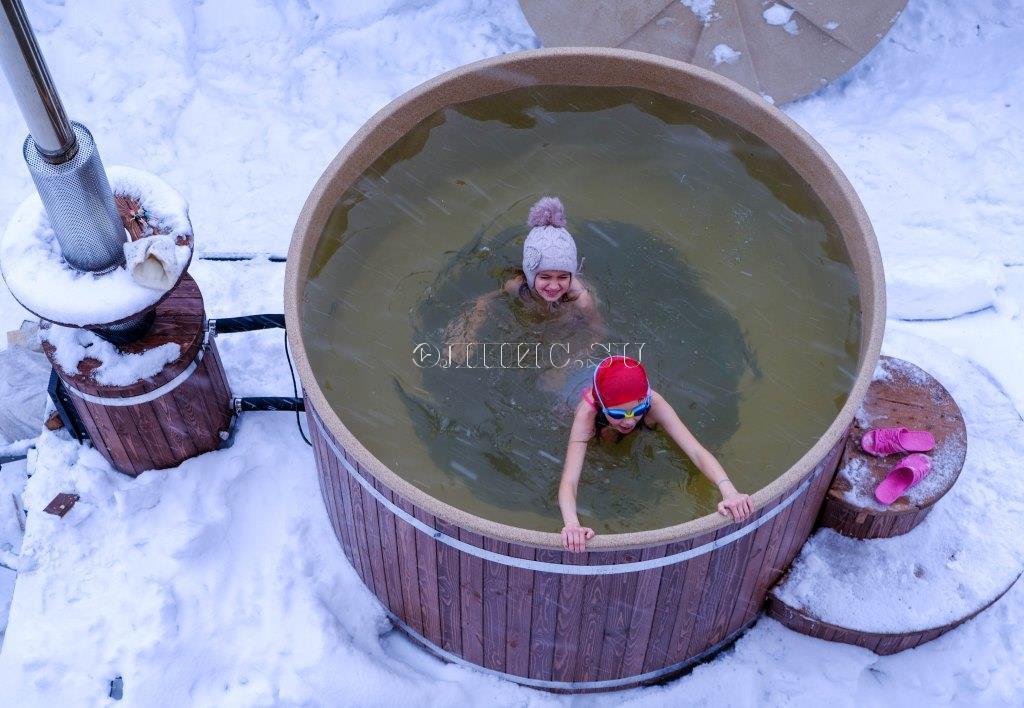 Купели с подогревом на улице: пластиковые зимние купели с печкой и горячие финские модели на дровах для купания зимой, изготовление своими руками