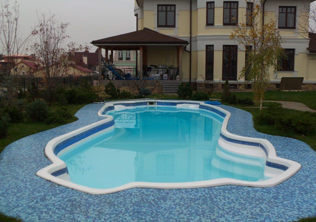 Композитный бассейн: как выбрать, чаша, размеры, строительство, для дачи, установка, монтаж (15 фото)