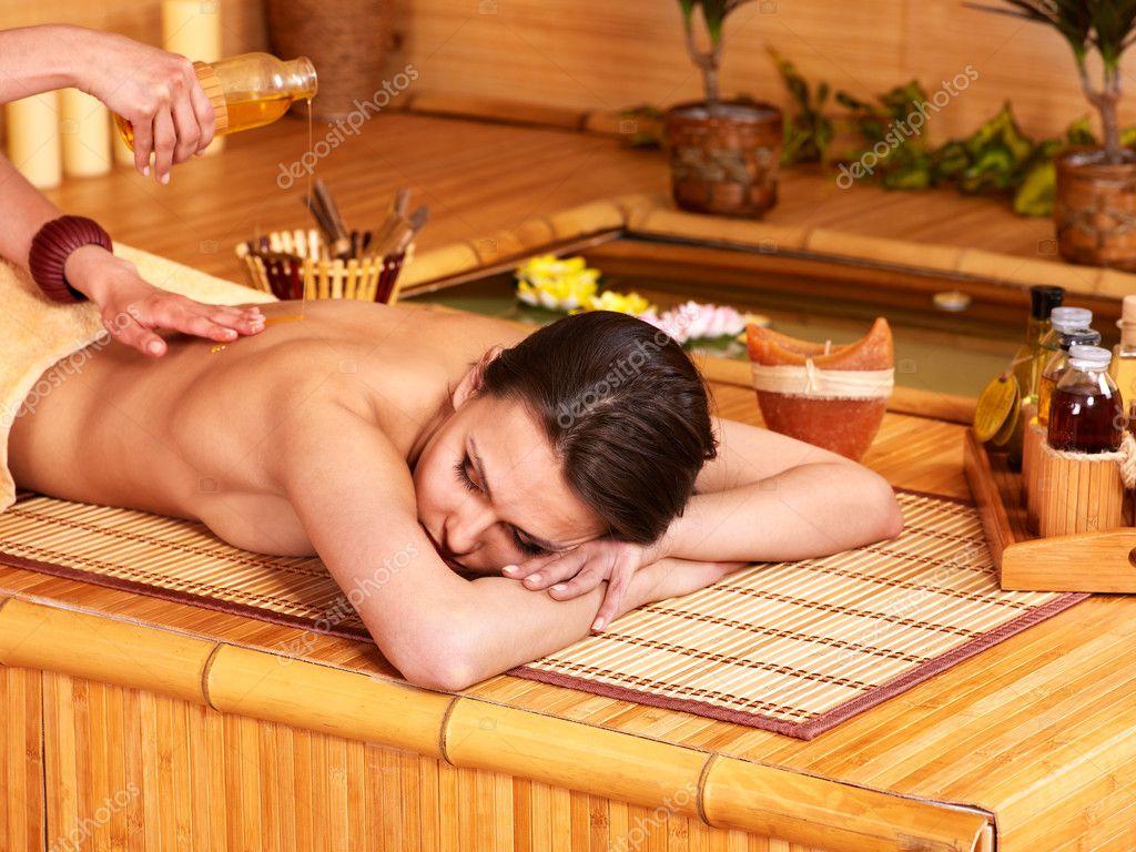 Какой бывает массаж в бане? Его разновидности и полезные свойства