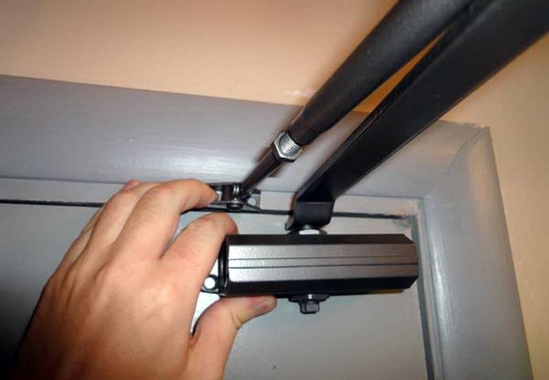Регулировка доводчика двери своими руками: тонкости и нюансы | двери дома