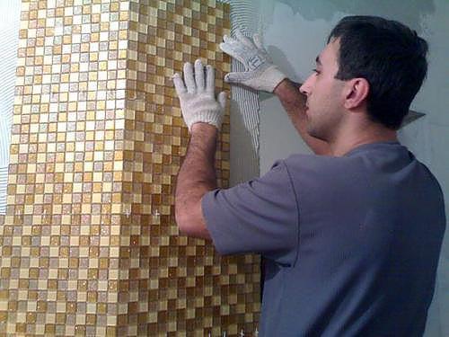 Как приклеить мозаику на деревянную поверхность?