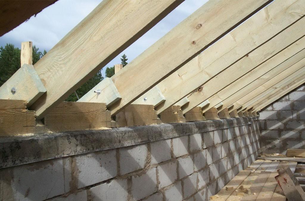 Установка стропил крыши на балки перекрытия: описание, монтаж