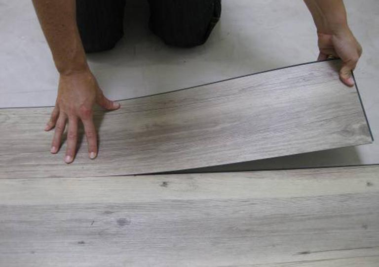 Виниловая плитка для пола: лучшее покрытие из существующих