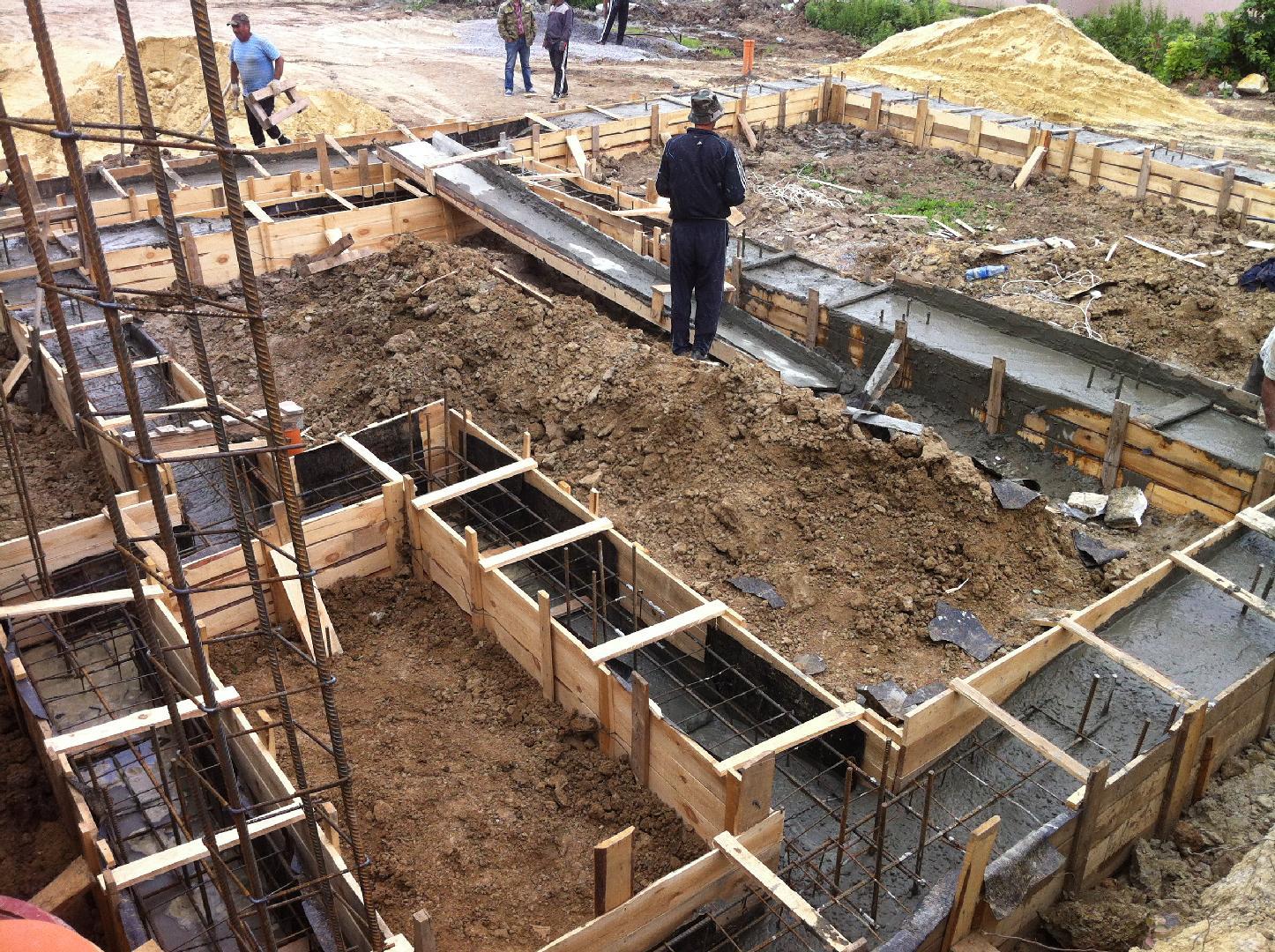 Как правильно залить фундамент под дом: технология, этапы работ, фото и видео