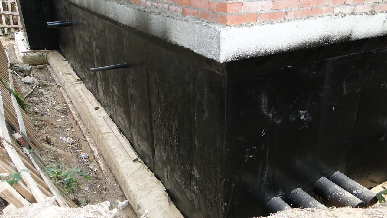 Гидроизоляция пола в бане: виды материалов и правила обустройства гидроизоляции в деревянной бане