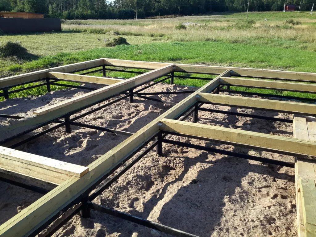 14+ этапов установки фундамента на винтовых сваях для бани [+7 фото]