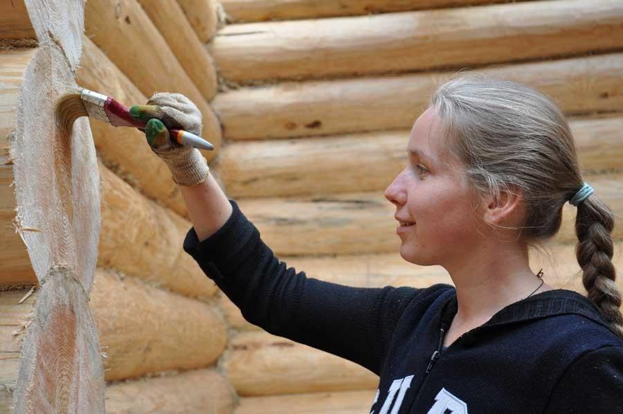 Наружная покраска деревянного сруба бани