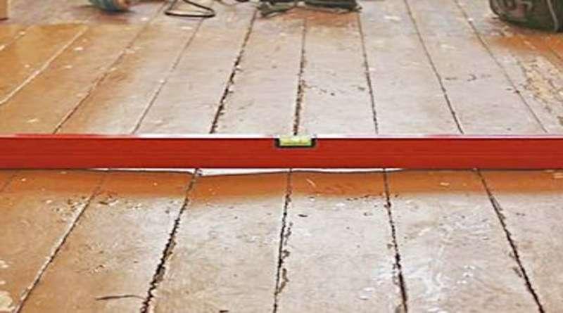 Как выровнять деревянный пол не срывая доски: советы