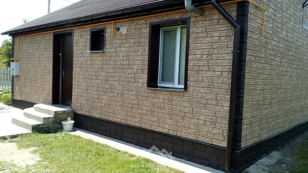 Виды и технические характеристики фасадных цокольных панелей для наружной отделки дома