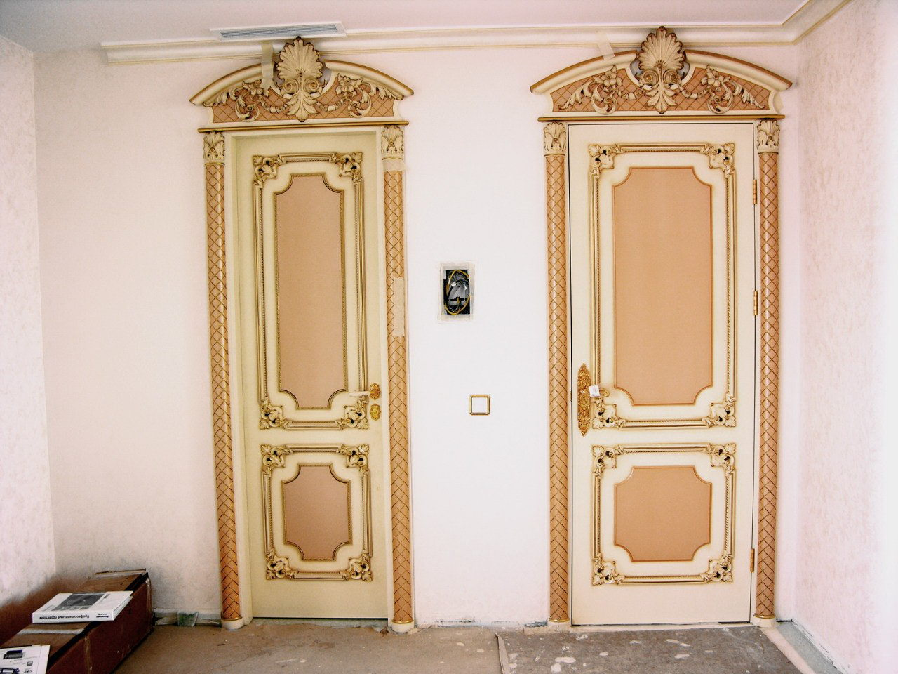 Покраска деревянных дверей - выбор краски, подготовка и нанесение