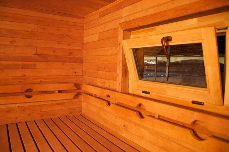Как правильно установить окно в бане своими руками: пошаговая инструкция, видео