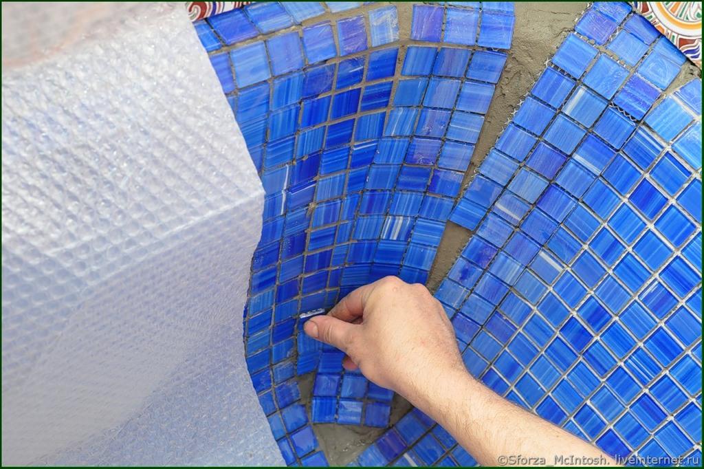 Как правильно класть мозаику на стену. видео