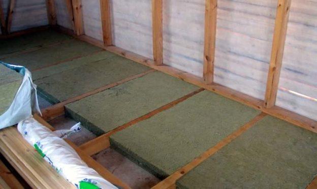 Почему в бане холодные деревянные полы – причины и способы их утепления