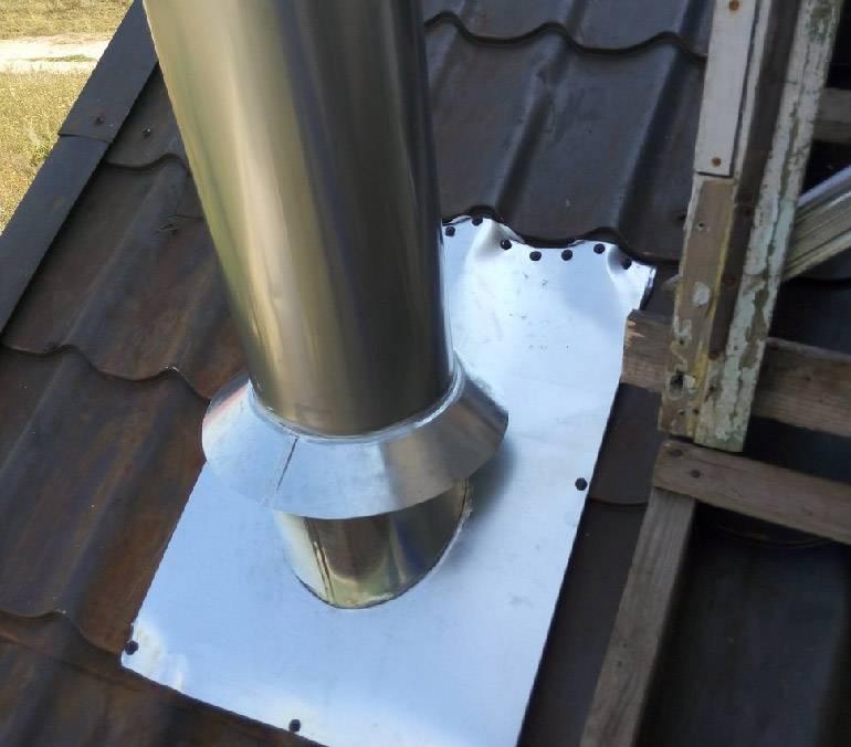 Как правильно сделать проход трубы через крышу, в том числе этапы проведения работ