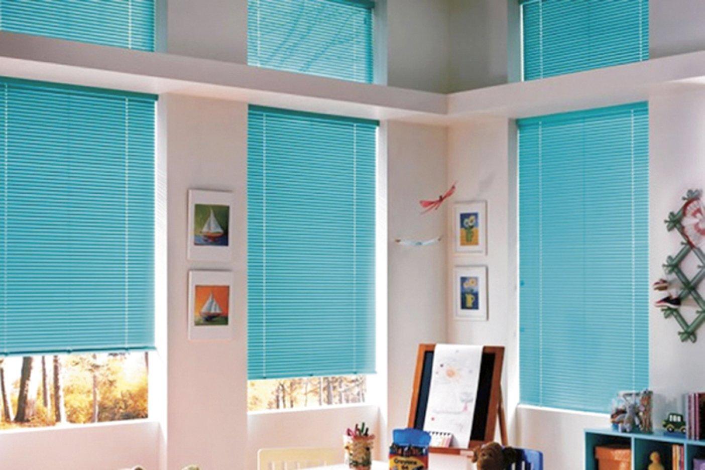 Сочетание тюли и рулонной шторы на одном окне
