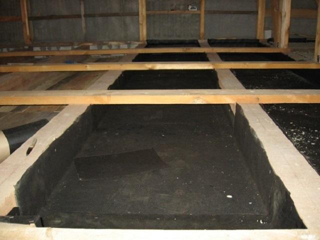 Утепление потолка бани опилками - экологично и недорого