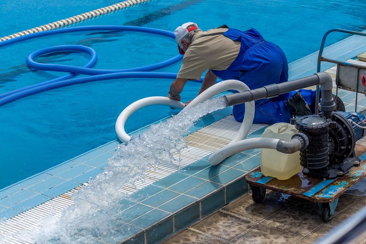 Чистка бассейна: оборудование, средства и способы