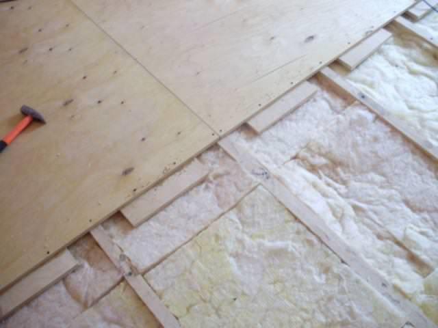 Как постелить фанеру на бетонный пол