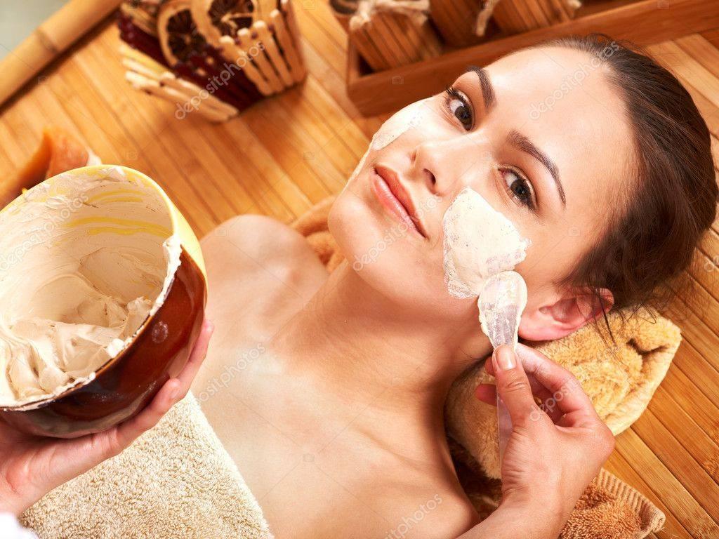 Рецепты народных масок для волос и тела, которые можно применять в бане (с видео)