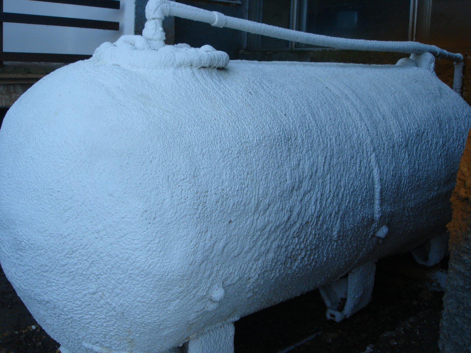 Утепление пеной: варианты на воздушной прослойке для стен дома, монтажная технология работ между кладкой крыши полиуретановой продукцией, отзывы