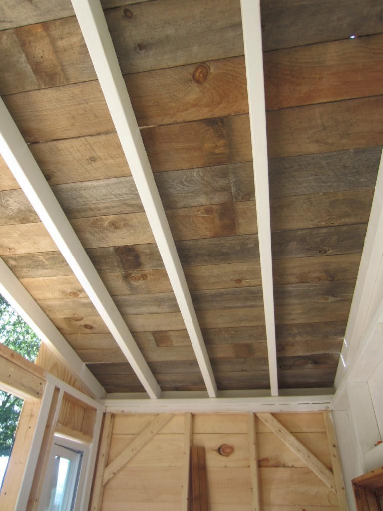 Деревянный потолок в квартире и доме: подвесной потолок из деревянных панелей, брусков, реек, дизайн потолка в деревянном доме, отделка потолка деревом, как сделать