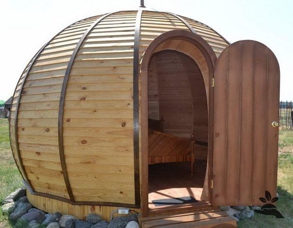 Как своими руками строится баня из подручных материалов?