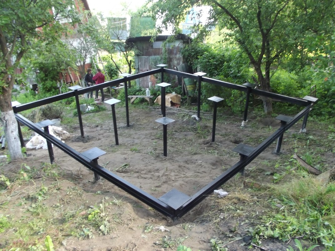 Баня на сваях: как построить каркасную на винтовых сваях, баня из бруса на свайном фундаменте, как сделать слив
