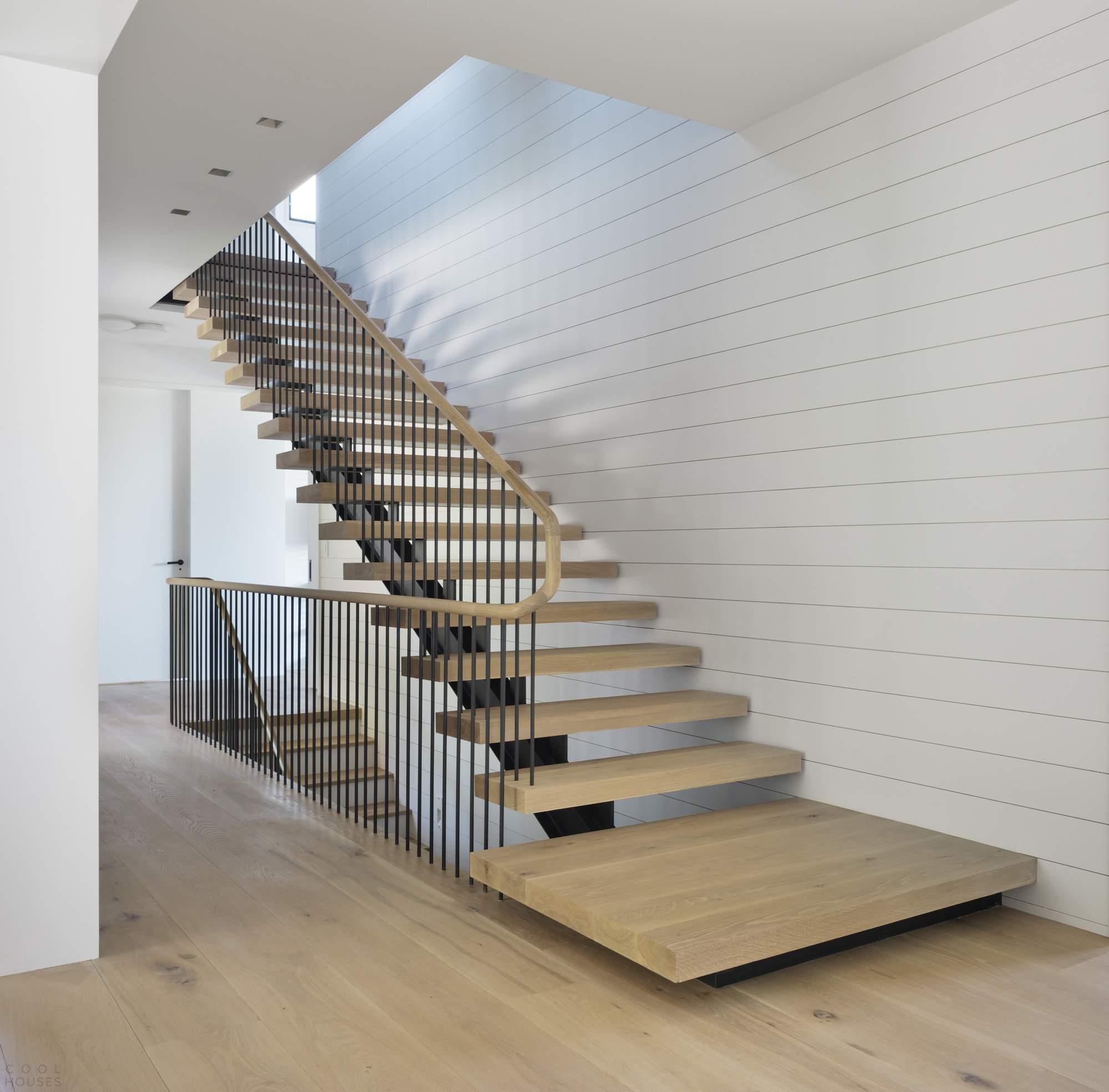 Деревянная лестница в интерьере: какой стиль выбрать?