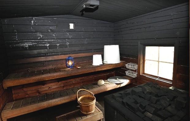 Что собой представляет баня по-черному и как ее обустроить?