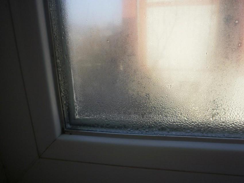 Почему потеют окна в доме пластиковые: причины и пути решения проблемы