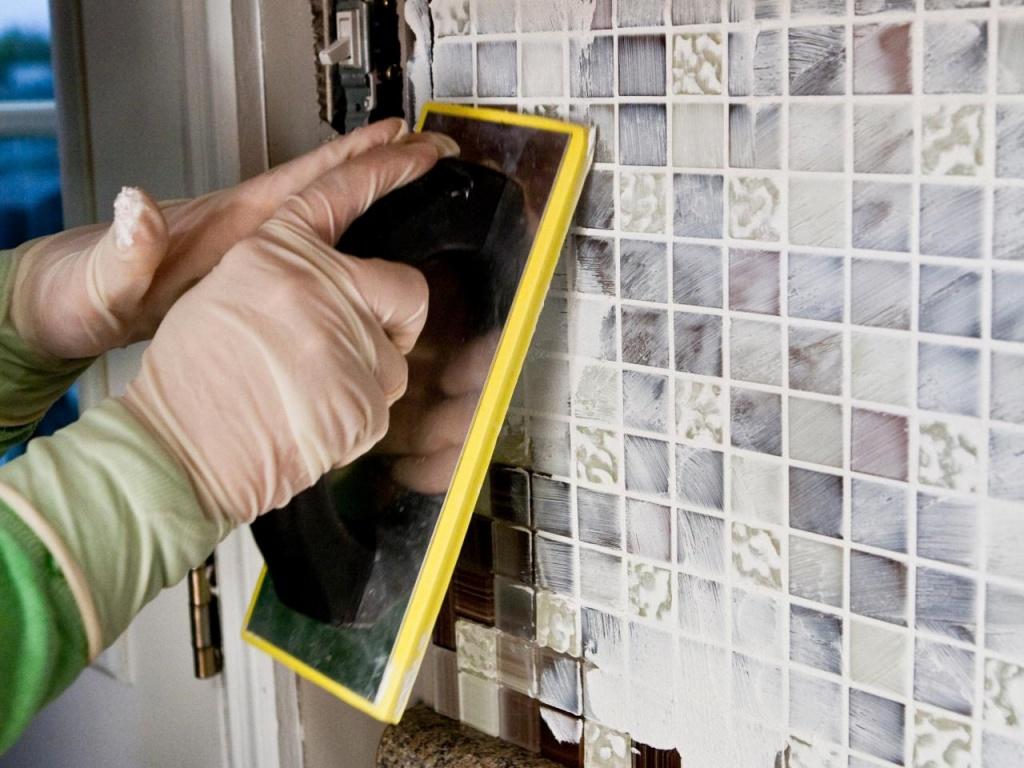 Как выбрать затирку для плитки: какая лучше и почему? полезные советы