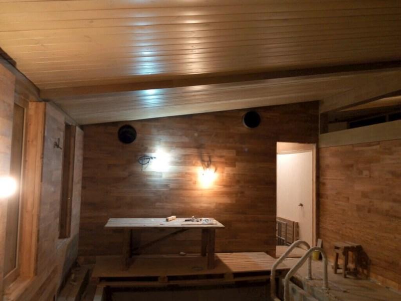 Как избавиться от конденсата в предбаннике зимой? почему потеет потолок и с него капает вода, что делать, чтобы избавиться от конденсата